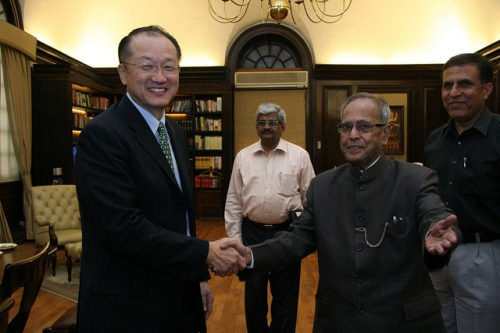 Jim Yong Kim meets India's finance minister