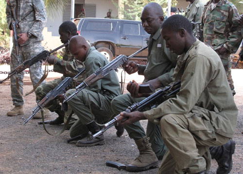 Malian soldiers take part in a joint exercise with US special forces, February 2011. © US AFRICOM
