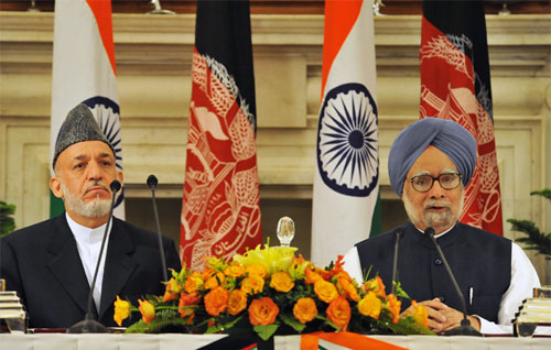 India's PM Singh and Afghanistan president Karzai sign a Strategic Partnership. Photo PM of India's office