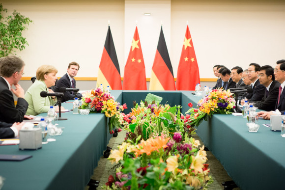 Bilateral meeting between Angela Merkel and Chinese President Hu Jintao on the sidelines of the G-20 Summit in Mexico (photo: Bundesregierung/Denzel)