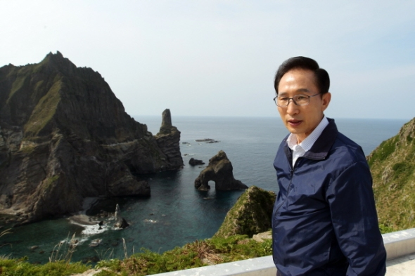 Lee Myung-bak on the Dodko Islands. Photo Office of the President of the Republic of Korea