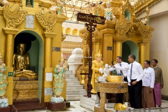 President Barack Obama tours the Shwedagon Pagoda in Rangoon, Burma. (Official White House Photo by Pete Souza)