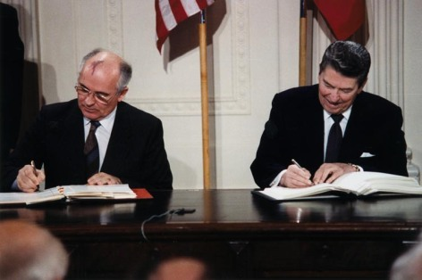 Reagan and Gorbachev sign the INF treaty in 1987