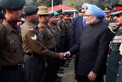 Manmohan Singh meeting soldiers on National Army Day, 15 January. Photo: Office of the India Prime Minister